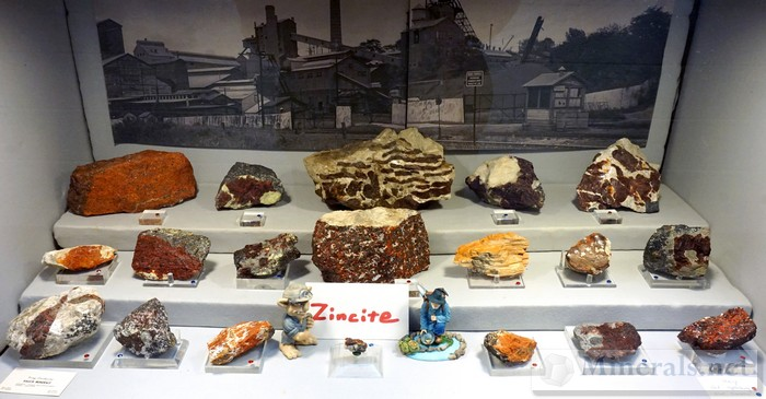 Zincite Display Case of Dick Hauck