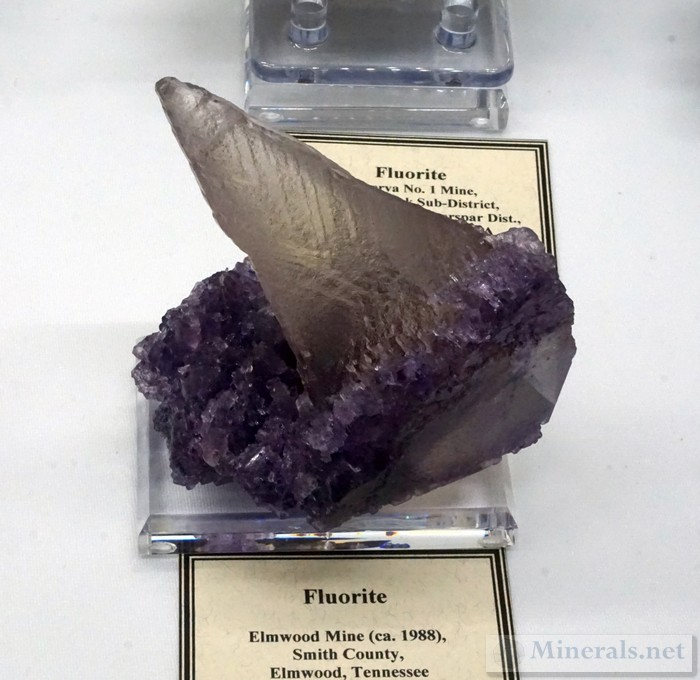 >Odd Fluorite Growth on Fluorite from the Elmwood Mine, TN Bob Schreiber></a><br></div><div style=