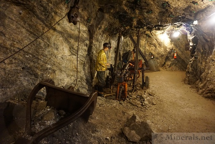 >Mining Equipment Demonstration in the Mine Tunnel