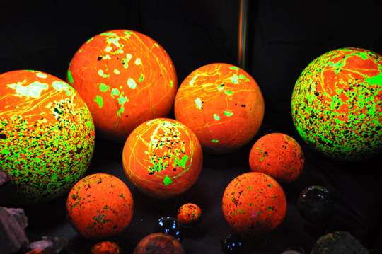 Fluorescent Calcite, Willemite Balls